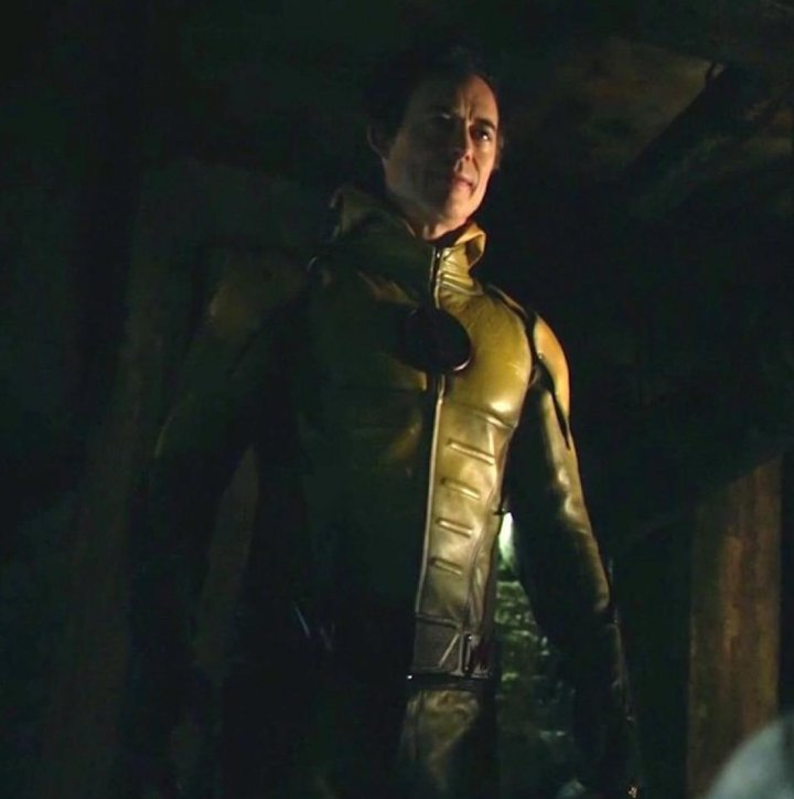 cw�s the flash out of time�s harrison wells eddie thawne