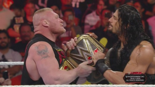 tug_of_war_wwe_world_championship_roman_reigns_brock_lesnar